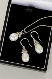 Beehive Pearl Pendant & earrings set